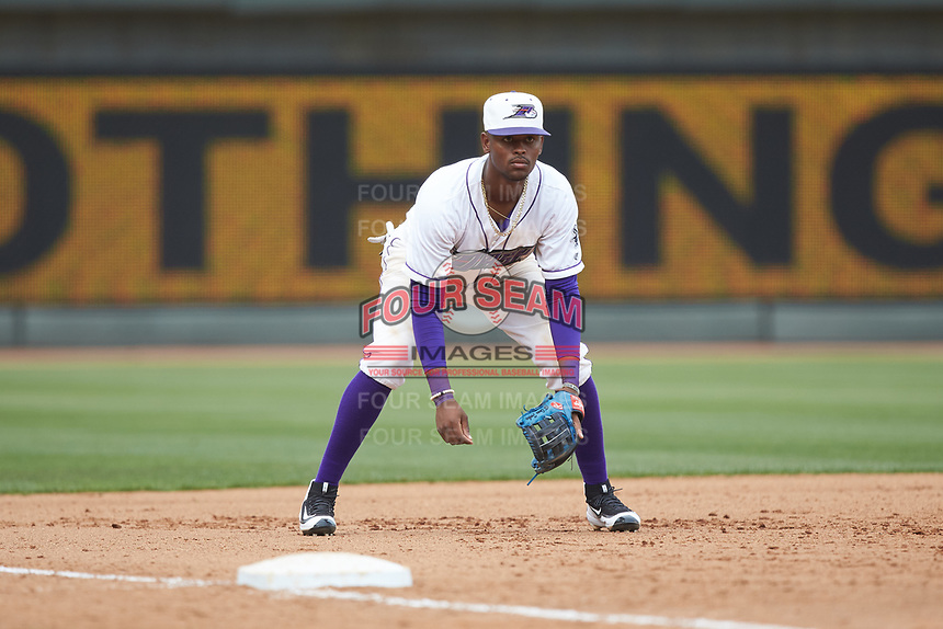 Winston-Salem Dash third baseman Ti'Quan Forbes (10) on defense against the Salem Red Sox at BB&T Ballpark on April 22, 2018 in Winston-Salem, North Carolina.  The Red Sox defeated the Dash 6-4 in 10 innings.  (Brian Westerholt/Four Seam Images)
