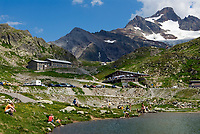 CHE, Schweiz, Kanton Bern, Berner Oberland, Sustenpass (2.224 m) - Grenze der Kantone Bern und Uri: Sustenseeli | CHE, Switzerland, Bern Canton, Bernese Oberland, Sustenpass (2.224 m) - border of cantones Bern + Uri: Sustenseeli Lake