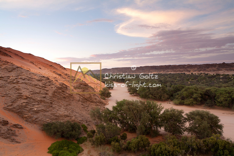 The Kuiseb River separates the sand Namib from the rock Namib since the sand can not cross the valley. This is beautifukky visible at Homeb in the Namib Naukluft Park.