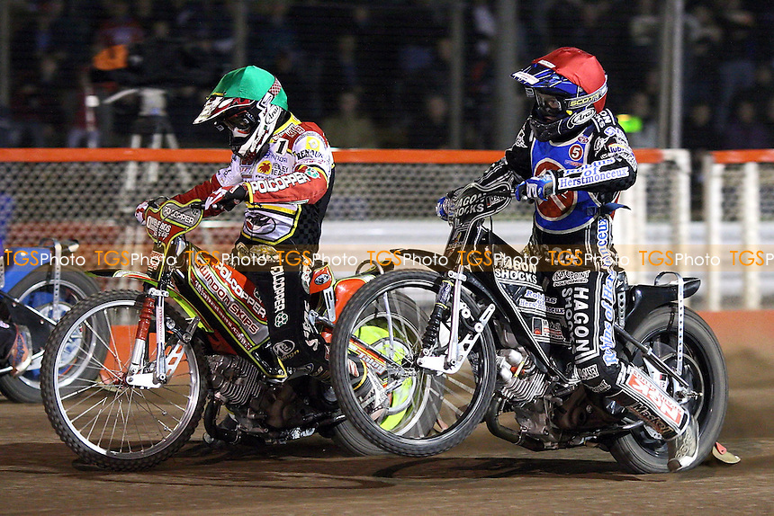 Heat 11: Edward Kennett (red) and Leigh Adams off the start - Lakeside Hammers vs Swindon Robins - Sky Sports Elite League Play-Off Semi-Final at Arena Essex, Purfleet - 29/09/08 - MANDATORY CREDIT: Gavin Ellis/TGSPHOTO - Self billing applies where appropriate - 0845 094 6026 - contact@tgsphoto.co.uk - NO UNPAID USE.