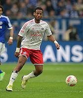 FUSSBALL   1. BUNDESLIGA   SAISON 2012/2013    31. SPIELTAG FC Schalke 04 - Hamburger SV          28.04.2013 Dennis Aogo (Hamburger SV)  am Ball