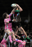 Twickenham, Great Britain, 20/01/2008 Stades left Pascal PAPA and Quins Tom GUEST ocntest the line out ball during the third round, Heineken Cup Match, Harlequins vs Stade Francais at the Twickenham Stoop, England.  [Mandatory Credit Peter Spurrier/Intersport Images