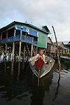 Lac de Tonle Sap. Village de Kompong Phhluk avec ses maisons batis sur des pilotis de 6 a 8 m de haut Cambodge.