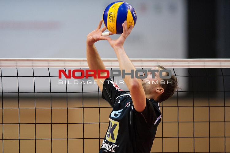 29.01.2014, ENNI Sportpark, Moers<br /> Volleyball, Bundesliga Maenner, Moerser SC vs. TV Ingersoll B&uuml;hl / Buehl<br /> <br /> Zuspiel Axel Jacobsen (#6 Buehl)<br /> <br />   Foto &copy; nordphoto / Kurth