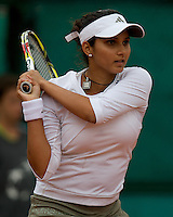 Sania Mirza (IND) Galina Voskoboeva (KAZ) in the first round of the Women's Singles. Voskoboeva beat Mirza 6-4 7-6..Tennis - French Open - Day 3 - Tues 26th May 2009 - Roland Garros - Paris - France..Frey Images, Barry House, 20-22 Worple Road, London, SW19 4DH.Tel - +44 20 8947 0100.Cell - +44 7843 383 012