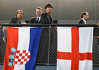 Bundestrainer Joachim Loew (Deutschland Germany) bei den Flaggen von England und Kroatien - 15.05.2018: Vorläufige WM-Kaderbekanntgabe, Deutsches Fußballmuseum Dortmund
