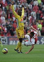 BOGOTA - COLOMBIA -10 -11-2013: Carlos Arias (Der.) jugador de Independiente Santa Fe disputa el balón con Francisco Cordoba (Izq.) jugador del Atletico Huila, durante del partido por la fecha 18 de la Liga Postobon II-2013, jugado en el estadio Nemesio Camacho El Campin de la ciudad de Bogota. / Carlos Arias (R) jugador of Independiente Santa Fe struggles for the ball with Francisco Cordoba (L), player of Atletico Huila during a match for the 18 date of the Postobon Leaguje II-2013 at the Nemesio Camacho El Campin Stadium in Bogota city, Photo: VizzorImage  / Luis Ramirez / Staff.