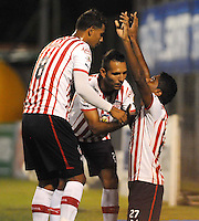 MEDELLÍN-COLOMBIA-28 -07-2013. Luis Ruiz del Atlético Junior celebra su gol  contra el Envigado Fútbol Club  ,  partido correspondiente a la Liga Postobón segundo semestre disputado en el estadio Polideportivo sur / Luis Ruiz Atletico Junior celebrates his goal against Envigado Fœtbol Club, game in the second half Postob—n League match at the Stadium Sports South<br />