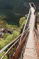 Europe/Europe/France/Midi-Pyrénées/46/Lot/Rocamadour: les remparts du Château dominent le Canyon de l'Alzou