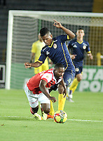 BOGOTA- COLOMBIA -16 -04-2014: Edison Mendez (Izq.) jugador de Independiente Santa Fe disputa el balón con Faber Cañaberal (Der.) jugador de Universidad Autonoma durante partido aplazado entre Independiente Santa Fe y Universidad Autonoma por la fecha 16 entre de la Liga Postobon I 2014, jugado en el estadio Nemesio Camacho El Campin de la ciudad de Bogota. / Edison Mendez (L) player of Independiente Santa Fe vies for the ball with Faber Cañaberal (R) player of Universidad Autonoma during a postponed match between Independiente Santa Fe and Universidad Autonoma for the date 16th of the Liga Postobon I 2014 at the Nemesio Camacho El Campin Stadium in Bogota city. Photo: VizzorImage  / Luis Ramirez / Staff.