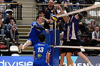 GRONINGEN - Volleybal, Lycurgus - Vocasa, Eredivisie, seizoen 2019-2020, 08-02-2020,  Lycurgus speler Geoffrey van Gent slaat fr bal ion het blok