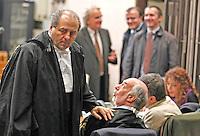 Valter Lavotola in aula durante il processo per la compravendita dei senatori il processo <br /> nella foto conAntonio Di Pietro con Paniz