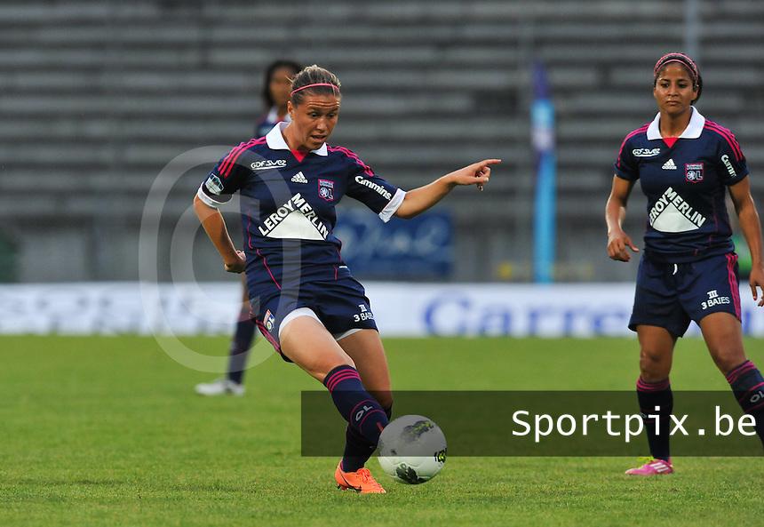 Football Club Feminin Juvisy Essonne - Olympique Lyon :.Camille Abily.foto DAVID CATRY / JOKE VUYLSTEKE / Vrouwenteam.be