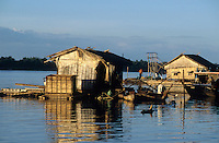 CAMBODIA Mekong river near Kratie, fishing house boat / KAMBODSCHA Mekong Fluss bei Kratie, Fischer mit Hausboot