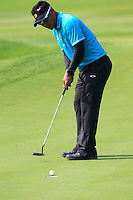 Thongchai Jaidee (THA) putts on the 9th green during Sunday's Final Round of the 2014 BMW Masters held at Lake Malaren, Shanghai, China. 2nd November 2014.<br /> Picture: Eoin Clarke www.golffile.ie