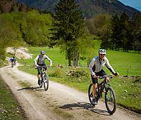 Deutschland, Bayern, Chiemgau, Achental, Bergsteigerdorf Schleching: Radeln im Achental   Germany, Bavaria, Chiemgau, Achen Valley, mountain village Schleching: biking at Achen Valley