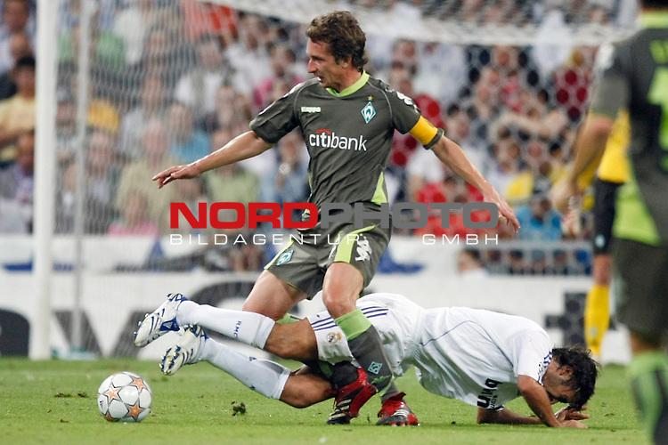 UEFA  Champions League  2007/2008 Gruppe C <br /> 1. Gruppenspiel - SANTIAGO BERNABEU Stadion Madrid<br /> <br /> REAL MADRID - WERDER BREMEN <br /> <br /> Frank Baumann (Bremen GER #6) gegen Raul (Madrid ESP #7)<br /> <br /> Foto &copy; nph (  nordphoto  )<br /> <br /> <br /> <br />  *** Local Caption ***