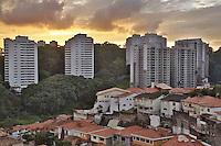 SAO PAULO, SP, 04 DE ABRIL DE 2013. CLIMA TEMPO SAO PAULO. Fim de tarde de sol entre nuvens na região do Butantã, zona oeste da capital paulista. FOTO ADRIANA SPACA/BRAZIL PHOTO PRESS