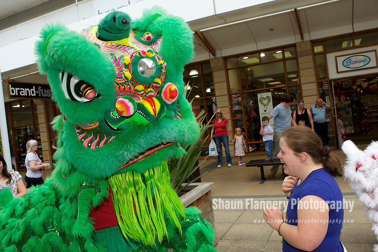 Pix: Shaun Flannery/shaunflanneryphotography.com...COPYRIGHT PICTURE>>SHAUN FLANNERY>01302-570814>>07778315553>>..24th July 2010........Lakeside Village, Doncaster..Chinese Entertainment..Lion Dancers entertain customers.