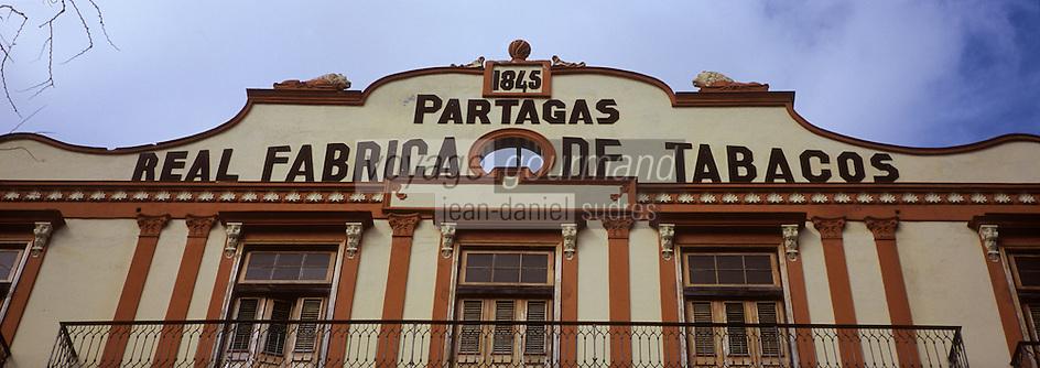 """Cuba/La Havane: Détail de la façade de la fabrique de cigares """"Fabricas Partagas"""", Casa del Habano, Calle Industria N°520, Habana Vieja"""