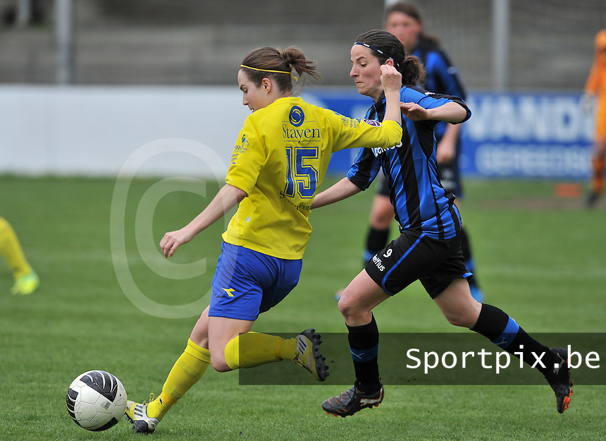 Club Brugge Dames - STVV Sint Truidense VV : Kristien Elsen aan de bal voor Lore Dezeure.foto DAVID CATRY / Nikonpro.be