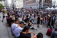 SÃO PAULO, SP, 02.11.2016 - ZOMBIE-WALK - Movimentação de pessoas fantasiadas durante o Zombie Walk, na região central de São Paulo, nesta quarta-feira (02). O evento surgiu na Califórnia em 2001 e, desde 2006, e realizado anualmente em São Paulo, sempre no Dia de Finados.(Foto: Daia Oliver/Brazil Photo Press)