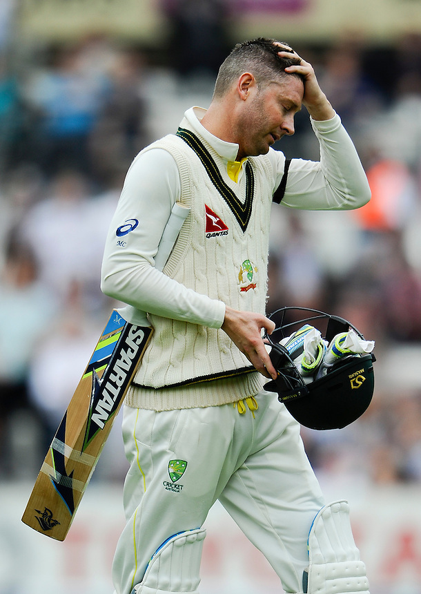 Australia's Michael Clarke dejected after being given out after review, caught behind by Jos Buttler off the bowling of Ben Stokes for 15<br /> <br /> Photographer Ashley Western/CameraSport<br /> <br /> International Cricket - Investec Ashes Test Series 2015 - Fifth Test - England v Australia - Day 1 - Thursday 20th August 2015 - Kennington Oval - London<br /> <br /> &copy; CameraSport - 43 Linden Ave. Countesthorpe. Leicester. England. LE8 5PG - Tel: +44 (0) 116 277 4147 - admin@camerasport.com - www.camerasport.com
