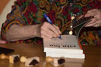 SÃO PAULO, SP, 16.11.2016 - RITA-LEE - A cantora Rita Lee durante o lançamento de sua autobiografia, na Livraria Cultura do Conjunto Nacional, na Avenida Paulista, em São Paulo, nesta quarta-feira, 16 (Foto: Ciça Neder / Brazil Photo Press/Folhapress)