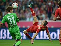 FUSSBALL   1. BUNDESLIGA  SAISON 2012/2013   5. Spieltag FC Bayern Muenchen - VFL Wolfsburg    25.09.2012 Fallrueckzieher von Franck Ribery (re, FC Bayern Muenchen) gegen Robin Knoche (VfL Wolfsburg)