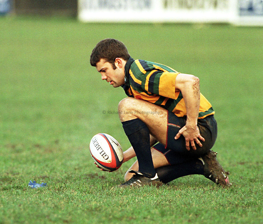 Photo Richard Lane.Bedford v Henley. 10/1/99. Tetley Bitter Cup 4th Round..Henley wing, Duncan Roke prepares to set the ball..