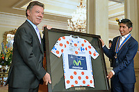 BOGOTÁ -COLOMBIA, 13-08-2013. Juan Manuel Santos, presidente de Colombia, recibió este martes en la Casa de Nariño al ciclista Nairo Alexander Quintana Rojas, acompañado por sus padres y familiares. El deportista oriundo de Cómbita y triunfador en las carreteras de Francia, recibió un homenaje por las calles de Bogotá antes de llegar a la sede presidencial, donde fue condecorado con la Orden de Boyacá./ Juan Manuel Santos, president of Colombia, welcomes bike rider t Nairo Quintana at Palacio de Nariño where  he visited with his parents and relatives. The athlete born in Combita, Boyaca, and winner in Europe was welcomed by a parade in Bogota before arriving to the Palacio de Nariño, where he was awarded the Orden de Boyaca medal. He handed out his red dots shirt to president Santos. Photo: VizzorImage/ Javier Casella- SIG /HANDOUT PICTURE; THIS PICURE IS DISTRIBUITED AS A SERVICE TO OUR CLIENTS./ MANDATORY USE EDITORIAL ONLY/