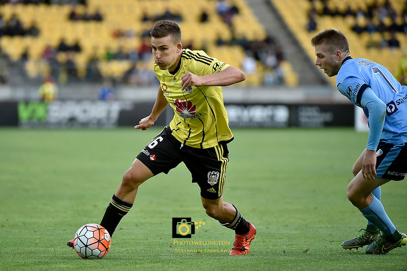Wellington Phoenix&rsquo; Louis Fenton in action during the A League - Wellington Phoenix v Sydney FC at Westpac Stadium, Wellington, New Zealand on Saturday 19 December 2015.<br /> Photo by Masanori Udagawa. <br /> www.photowellington.photoshelter.com.