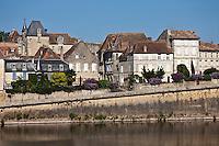 Europe/France/Aquitaine/24/Dordogne/Bergerac: Le Vieux Bergerac et les rives de la Dordogne -  La vieille ville vue sur  les bords de la dordogne