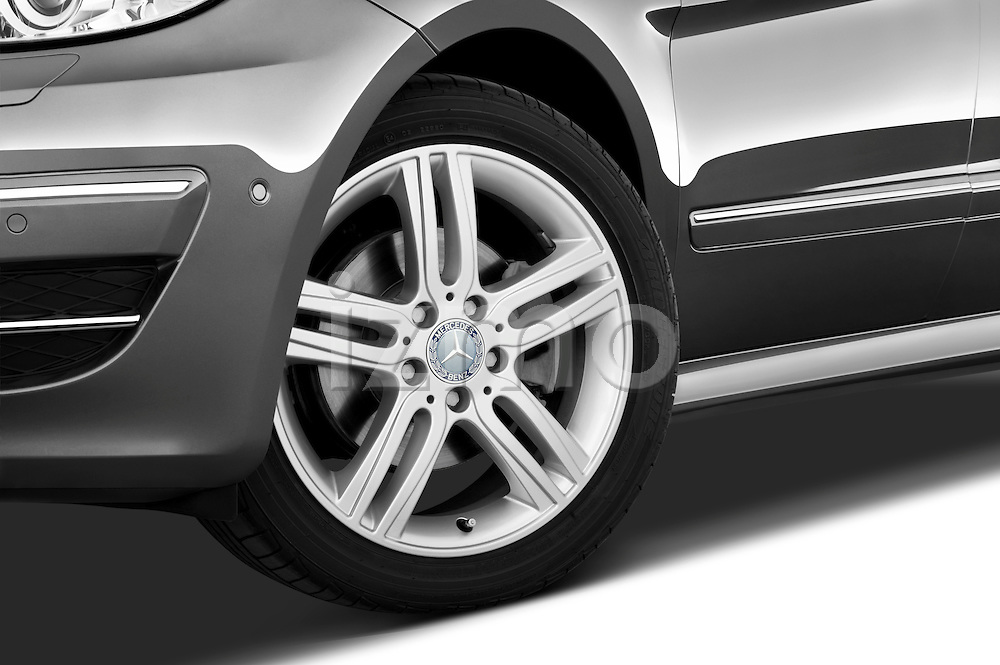Tire and wheel close up detail view of a 2009 Mercedes B Class Sport Mini MPV