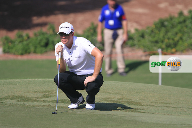 Peter Hanson lines up his putt on the 5th green during Day 1 of the Dubai World Championship, Earth Course, Jumeirah Golf Estates, Dubai, 25th November 2010..(Picture Eoin Clarke/www.golffile.ie)