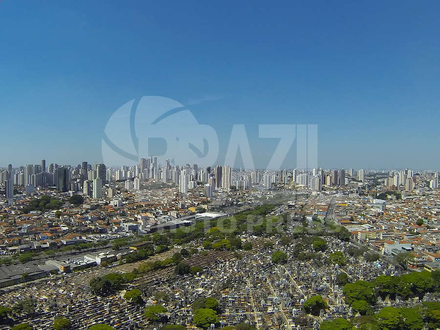 SAO PAULO, SP, 15/09/2013, CLIMA TEMPO. Tempretauras altas no ultimo final de semana do inverno 2013 na capital paulista. Foto aerea feita na manha desse domingo (15) sobre o bairro do Belem, zona leste de Sao Paulo. (15). LUIZ GUARNIERI/ BRAZIL PHOTO PRESS.