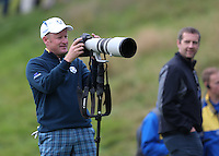 Jamie Donaldson (EUR) gets to grips with a 200-400mm lens during the first practice day ahead of the 2014 Ryder Cup at Gleneagles, Perthshire, Scotland 26th to 28th September 2014. Picture David Lloyd / www.golffile.ie.