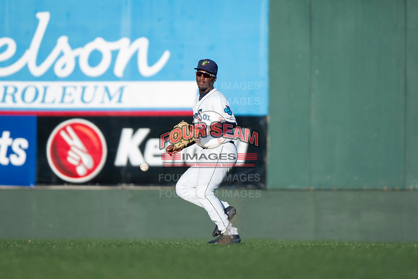 Everett AquaSox center fielder Josh Stowers (25) during a Northwest League game against the Tri-City Dust Devils at Everett Memorial Stadium on September 3, 2018 in Everett, Washington. The Everett AquaSox defeated the Tri-City Dust Devils by a score of 8-3. (Zachary Lucy/Four Seam Images)