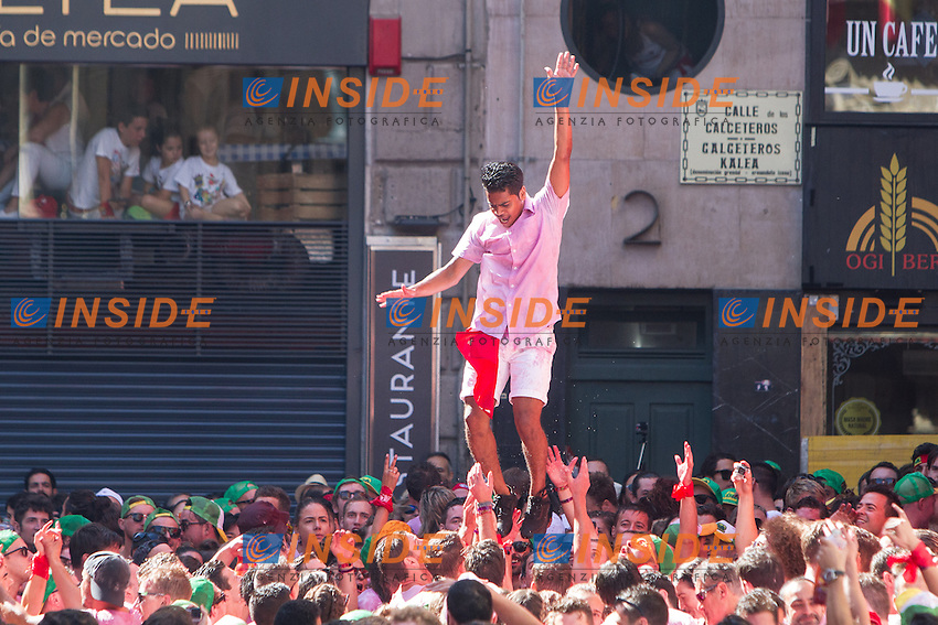 Pepople during the rocket launch of San Fermin at the hall square. July 05,2016. (Insidefoto/ALTERPHOTOS/Rodrigo Jimenez <br /> San Firmino Corsa dei Tori