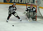 Deutscher Eishockey Pokal 2003/2004 , Halbfinale, Arena Nuernberg (Germany) Nuernberg Ice Tigers - Koelner Haie (1:3) links Jeff Dessner (Koeln) schlaegt den Puck weg, rechts Leonhard Wild (Koeln) im Tor