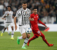 Calcio, Champions League: Gruppo D - Juventus vs Siviglia. Torino, Juventus Stadium, 30 settembre 2015. <br /> Juventus&rsquo; Andrea Barzagli, left, is chased by Sevilla's Jose' Reyes during the Group D Champions League football match between Juventus and Sevilla at Turin's Juventus Stadium, 30 September 2015. <br /> UPDATE IMAGES PRESS/Isabella Bonotto