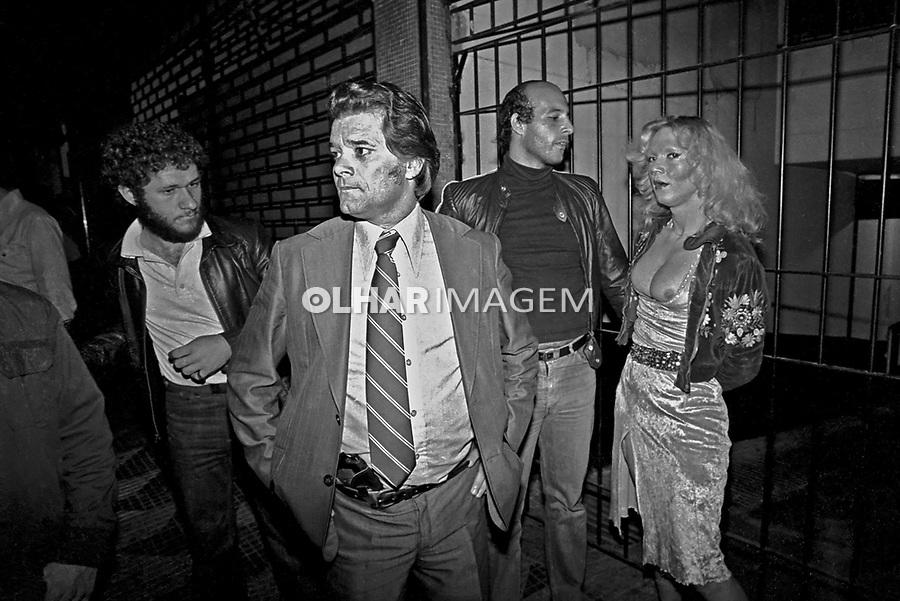 Prisão de travesti em ronda policial. Delegado Richetti. São Paulo. 1980. Foto de Juca Martins.