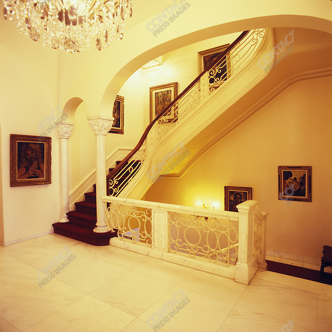 The East 67th Street mansion of Bob Guccione, pornographer and founder of Penthouse and Viva magazines. New York City, December 6, 2005