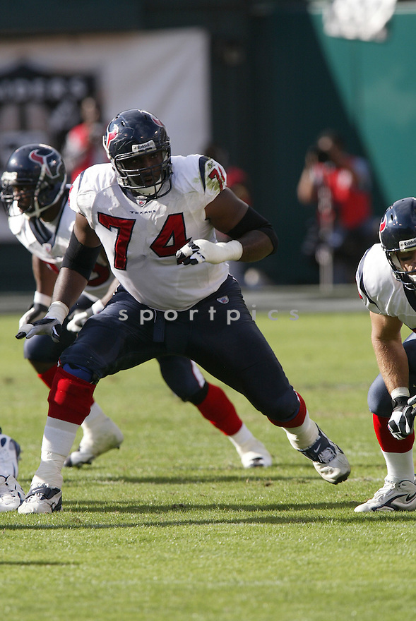 EPHRAIM SALAAM,  of the Houston Texans, in action during the Texans game against the Oakland Raiders game on November 4, 2007 in Oakland, CA...Texans  win 24-17..........