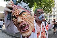 SAO PAULO, SP, 02.11.2014 - ZOMBIE WALK - Jovens se concentram no centro da cidade de São Paulo para mais uma edição do Zombie Walk, neste domingo, dia 02. Zombie Walk é uma marcha pública de pessoas vestidas de zumbi que acontece em diversas cidades do mundo. O evento surgiu na Califórnia em 2001, e desde 2006 vem sendo feito anualmente em São Paulo, sempre no dia 2 de novembro (Dia de Finados). (foto: Vanessa Carvalho / Brazil Photo Press).