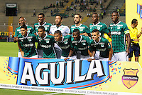 CALI - COLOMBIA -17-02-2016: Los jugadores de Deportivo Cali posan para una foto durante partido entre Deportivo Cali y Fortaleza FC, por la fecha 4 de la Liga Aguila I-2016, jugado en el estadio Deportivo Cali (Palmaseca)  de la ciudad de Cali. / The Players of Deportivo Cali pose for a photo during a match between Deportivo Cali y Fortaleza FC, for the date 4 of the Liga AguilaI-2016 at the Deportivo Cali (Palmaseca) stadium in Cali city. Photo: VizzorImage  / NR / Cont