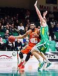 S&ouml;dert&auml;lje 2015-01-17 Basket Basketligan S&ouml;dert&auml;lje Kings - Bor&aring;s Basket :  <br /> Bor&aring;s Christopher Chris McKnight i kamp om bollen med S&ouml;dert&auml;lje Kings Aaron Andersson under matchen mellan S&ouml;dert&auml;lje Kings och Bor&aring;s Basket <br /> (Foto: Kenta J&ouml;nsson) Nyckelord:  Basket Basketligan S&ouml;dert&auml;lje Kings SBBK T&auml;ljehallen Bor&aring;s