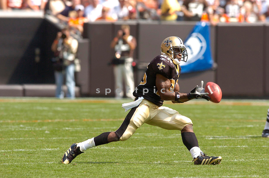 REGGIE BUSH, of the New Orleans Saints, in action against the Cleveland Browns on September 10, 2006 in Cleveland...Chris Bernacchi / SportPics..Saints win 19-14