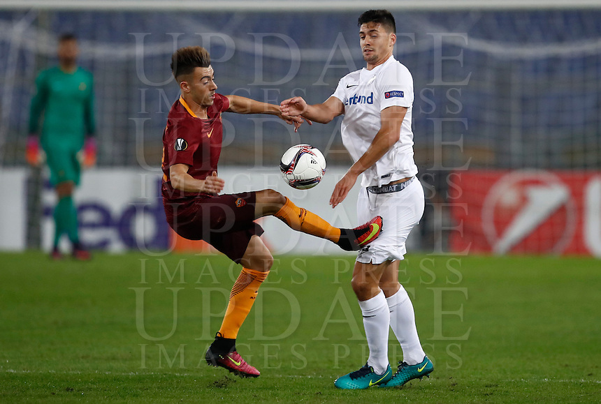 Calcio, Europa League, Gguppo E: Roma vs Austria Vienna. Roma, stadio Olimpico, 20 ottobre 2016.<br /> Roma's Stephan El Shaarawy, left, and Austria Wien's Tarkan Serbest fight for the ball during the Europa League Group E soccer match between Roma and Austria Wien, at Rome's Olympic stadium, 20 October 2016. The game ended 3-3.<br /> UPDATE IMAGES PRESS/Isabella Bonotto