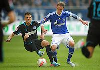FUSSBALL   1. BUNDESLIGA   SAISON 2012/2013    27. SPIELTAG FC Schalke 04 - TSG 1899 Hoffenheim                       30.03.2013 Joselu (TSG 1899 Hoffenheim) gegen Benedikt Hoewedes (re, FC Schalke 04)